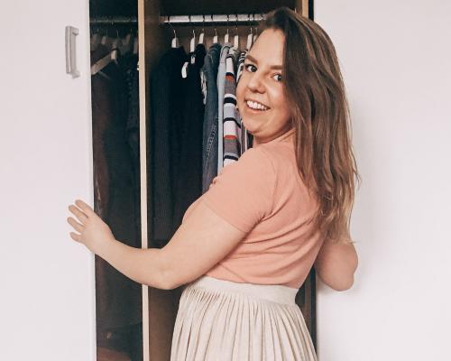 Hoe houd ik mijn kledingkast opgeruimd?